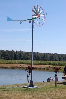 wiatrak przy stawie natlenia staw