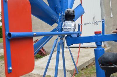 Wiatrak malowany niebiesko-czerowny - zdjęcia przed-montażowe